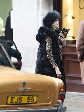 Emma Stone Cruella 2021 Cruella De vil Black Fur Sleeveless Coat