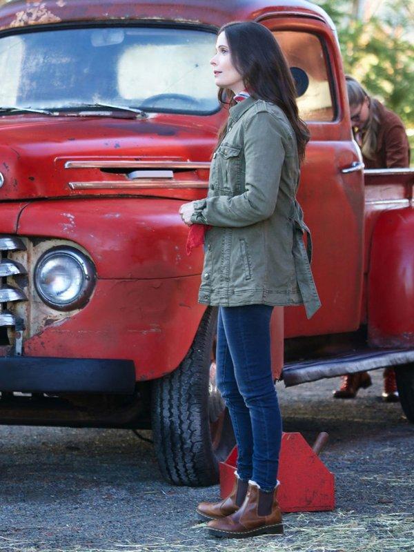 Superman and Lois Elizabeth Tulloch Jacket