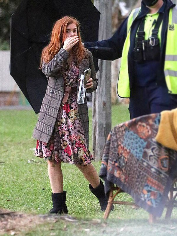 Isla Fisher Tv Series Wolf Like Me Mary Checked Coat
