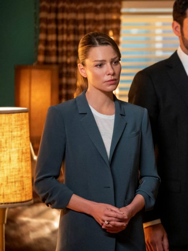 Chloe Decker Tv Series Lucifer Lauren German Blue Coat