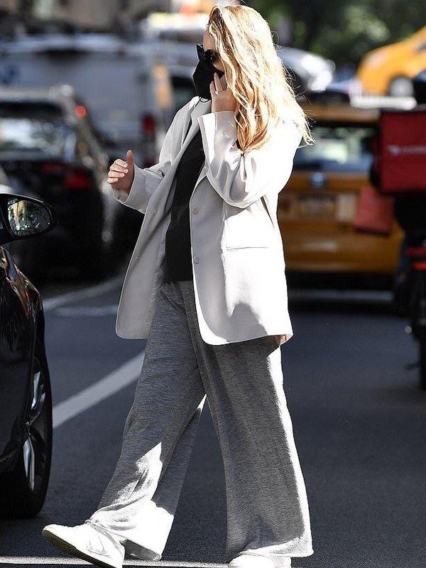 NYC Jennifer Lawrence Oversized beige Blazer